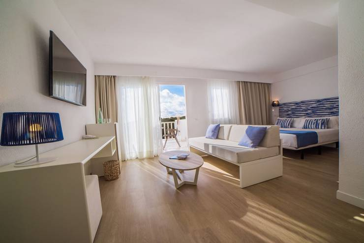 Junior suite sea view cala romántica blau punta reina resort majorca
