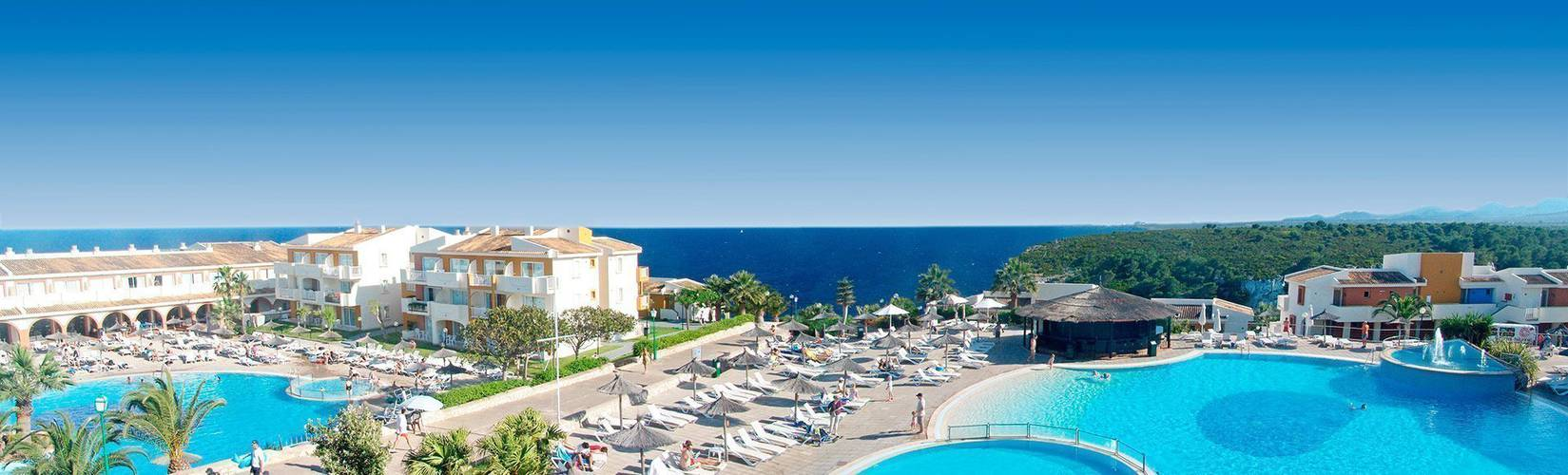 Outdoor swimming pool Blau Punta Reina Resort Majorca