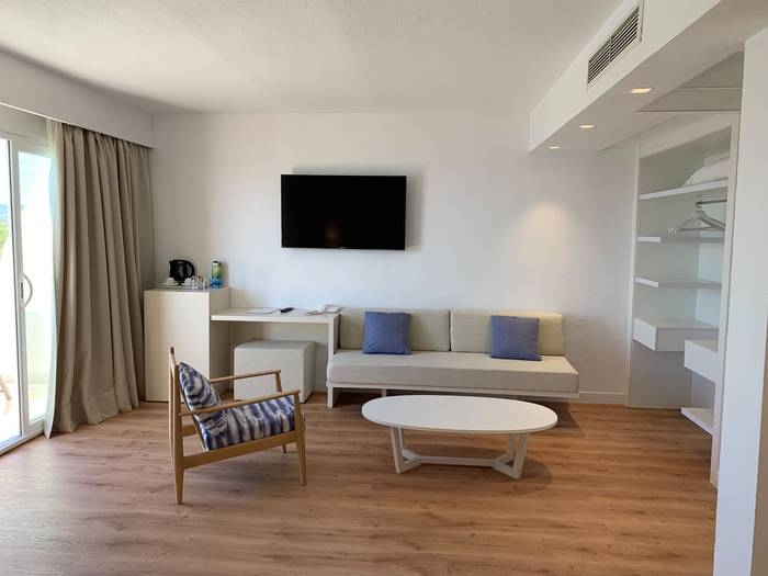 Sea view junior suite blau punta reina resort majorca